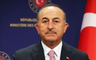 «Απόπειρες προς την κατεύθυνση του αποκλεισμού μιας χώρας όπως η Τουρκία –με τη μεγαλύτερη σχετική ακτογραμμή στην περιοχή, έναν αυξανόμενο πληθυσμό, παραγωγικές δυνατότητες και αυξανόμενες ενεργειακές ανάγκες– από τα πλούτη της ίδιας της της γειτονιάς δεν είναι ρεα-λιστικές», αναφέρει στο άρθρο του στην «Κ» ο κ. Τσαβούσογλου.