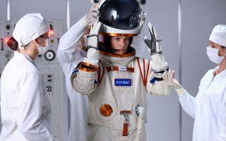 Η Χίλαρι Σουάνκ πρωταγωνιστεί στη σειρά του Νetflix «Away».