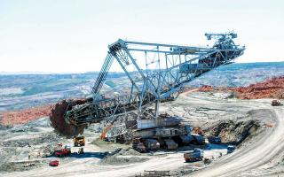 Το υπουργείο Περιβάλλοντος και Ενέργειας είναι σε διαπραγματεύσεις αυτό το διάστημα με τη ΔΕΗ για το ποιες εκτάσεις από τα ορυχεία θα κρατήσει, οι οποίες και θα φιλοξενήσουν τα νέα επενδυτικά σχέδιά της. (Φωτ. ΑΠΕ)