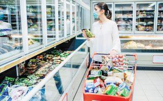 Ο μέσος αριθμός εβδομαδιαίων επισκέψεων για αγορές τροφίμων έχει μειωθεί από τον Δεκέμβριο του 2019 έως τον Αύγουστο του 2020 κατά 40%.