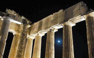 neo-fos-ntynei-tin-akropoli-561064987