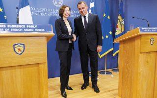 Οι κ.κ. Παναγιωτόπουλος και Παρλί, τον Φεβρουάριο, στο υπουργείο Εθνικής Αμυνας (φωτ. INTIME NEWS).