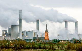 Κερδίζει διαρκώς έδαφος η αγορά πράσινων ομολόγων, ενώ εντείνονται οι πιέσεις προς τις ρυπογόνες βιομηχανίες.