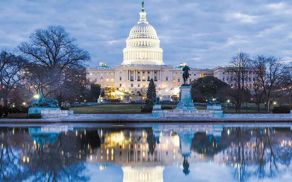 Το δημοσιονομικό έλλειμμα των ΗΠΑ αναμένεται να φθάσει φέτος στα 3,3 τρισ. δολάρια και να είναι υπερτριπλάσιο εκείνου του περασμένου έτους.