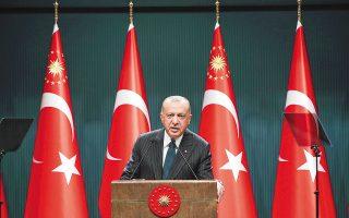 """«Η Τουρκία στο σημείο των δικαιωμάτων της στην Ανατ. Μεσόγειο έχει 100% δίκιο. Σε περίπτωση που και η απέναντι πλευρά απομακρυνθεί από τα βήματα της αύξησης της έντασης, τότε στην Ανατ. Μεσόγειο μέσω διπλωματίας μπορούμε να εφαρμόσουμε την πολιτική """"καζάν-καζάν""""», δήλωσε ο κ. Ερντογάν (φωτ. Turkish Presidency / A.P.)."""