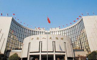 Με τους διεθνείς όρους κεφαλαιακής επάρκειας το κινεζικό τραπεζικό σύστημα έχει αθροιστικό έλλειμμα 220 δισ. δολ. Το κενό αυτό ενδέχεται να διευρυνθεί περαιτέρω και να υπερβεί τα 900 δισ. δολ. μέσα στα επόμενα χρόνια.