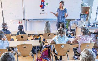 Δεν πρόλαβε καλά καλά να χτυπήσει το κουδούνι της νέας σχολικής χρονιάς και έκλεισαν ήδη 22 σχολεία στη Γαλλία και στις υπερπόντιες κτήσεις της (φωτ. A.P.).