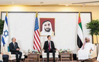 Στιγμιότυπο από τη συνάντηση της 31ης Αυγούστου μεταξύ των συμβούλων ασφαλείας του Ισραήλ, των ΗΠΑ και των Εμιράτων, στο Ντουμπάι.