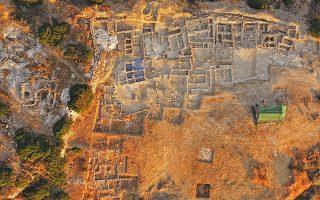 Αεροφωτογραφία του νεκροταφείου στον Πετρά, το οποίο ανήκε αποκλειστικά σε ελίτ οικογένειες του ανακτορικού οικισμού.