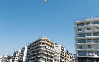 Η πλατφόρμα διευκολύνει ιδιαίτερα τους ξένους επενδυτές/αγοραστές, οι οποίοι ενδιαφέρονται να αποκτήσουν ακίνητο στην Ελλάδα, είτε για να το εκμεταλλευθούν είτε για να αποκτήσουν άδεια παραμονής στο πλαίσιο του προγράμματος «χρυσή βίζα».