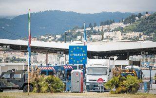 Με την αναζωπύρωση της πανδημίας σε πολλές χώρες της Ε.Ε., επανήλθε η λογική των μονομερών μέτρων τις τελευταίες εβδομάδες (φωτ. A.P.).