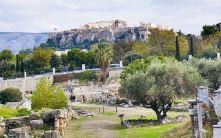 Μια ήσυχη περιήγηση στο διάσημο νεκροταφείο της αρχαίας Αθήνας, ανάμεσα σε ταφικά μνημεία, ελιές, δάφνες και κυπαρίσσια.