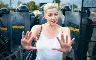 H απαχθείσα Μαρία Κολεσνίκοβα, μία από τις ηγέτιδες της αντιπολίτευσης, κατά τη διάρκεια διαδήλωσης.