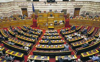 Eκ διαμέτρου αντίθετες απόψεις μεταξύ των πολιτικών αρχηγών καταγράφηκαν χθες στη Βουλή σχετικά με το τι πρέπει να γίνει ενόψει του ανοίγματος των σχολείων (φωτ. INTIME NEWS).