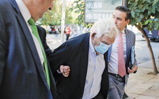 Ο Δημήτρης Κουτσολιούτσος απολογήθηκε χθες για πέντε κακουργήματα, απάτη εις βάρος του επενδυτικού κοινού, ξέπλυμα «μαύρου» χρήματος, χειραγώγηση αγοράς, εγκληματική οργάνωση και πλαστογραφία (φωτ. ΑΠΕ).