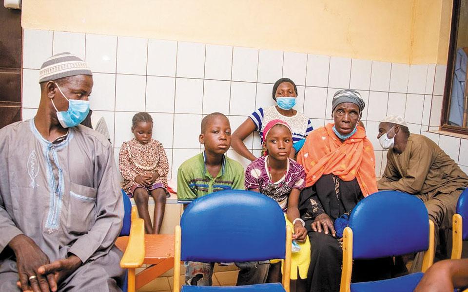 H πανδημία πλήττει περισσότερο παιδιά σε φτωχές χώρες, με δύσκολη πρόσβαση σε υπηρεσίες πρωτοβάθμιας περίθαλψης.