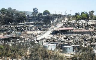 Ενώ η πρώτη φωτιά εκδηλώθηκε σε ελαιόδεντρα στην περίμετρο του ΚΥΤ, νέες εστίες ξεπήδησαν στο εσωτερικό της εγκατάστασης, με πυροσβέστες - αυτόπτες μάρτυρες να μιλούν για αλλοδαπούς που χρησιμοποίησαν εύφλεκτο υγρό για να πετύχουν τη γρήγορη εξάπλωση της πυρκαγιάς (φωτ. INTIME NEWS).