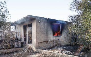 Συνολικά 34 σπίτια υπέστησαν φθορές από την πυρκαγιά, ενώ η καμένη έκταση ανέρχεται σε πολλές χιλιάδες στρέμματα (φωτ. INTIME NEWS).