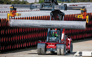 O 2.460 χιλιομέτρων αγωγός Nord Stream 2, εάν ολοκληρωθεί μετά τις τελευταίες εξελίξεις, θα μεταφέρει φυσικό αέριο από τη Ρωσία στη Γερμανία μέσω της Βαλτικής Θάλασσας. (Φωτ. REUTERS / Hannibal Hanschke)