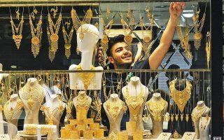 Από την αρχή του έτους τα αποθέματα χρυσού στη χώρα έχουν αυξηθεί, καθώς ο νέος γύρος συνεχούς υποτίμησης της τουρκικής λίρας έχει οδηγήσει τους Τούρκους σε φρενήρεις αγορές του μετάλλου.