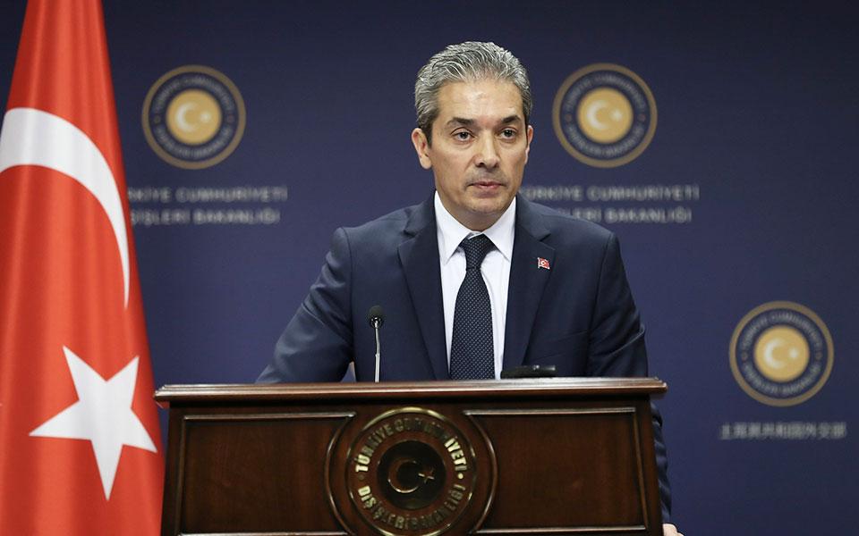 «Στερούμενα οποιασδήποτε νομικής βάσης, προκατειλημμένα και μη ρεαλιστικά» χαρακτήρισε ο εκπρόσωπος του τουρκικού υπουργείου Εξωτερικών, Χαμί Ακσόι, όσα συμπεριλήφθηκαν στην κοινή διακήρυξη των MED 7 σχετικά με την Ανατολική Μεσόγειο και το Κυπριακό.