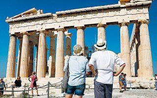 Η οικονομία της Ελλάδας επηρεάζεται δυσμενώς από την κρίση, καθώς ο τουρισμός συμβάλλει στο 20,8% του ΑΕΠ και στο 21,7% της απασχόλησης.
