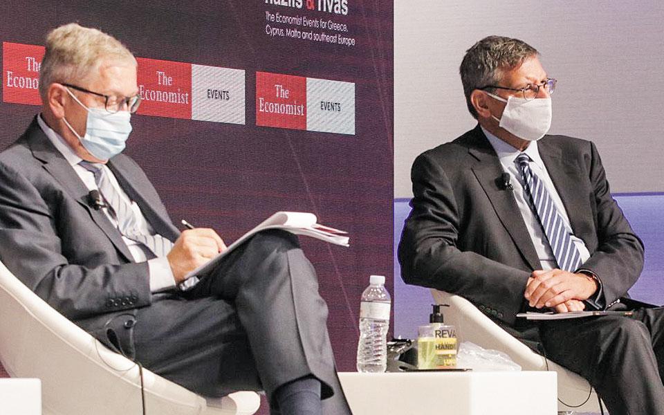 Ο επικεφαλής του Ευρωπαϊκού Μηχανισμού Σταθερότητας Κλάους Ρέγκλινγκ και ο διευθύνων σύμβουλος της Εθνικής Τράπεζας Παύλος Μυλωνάς στο συνέδριο του Economist.