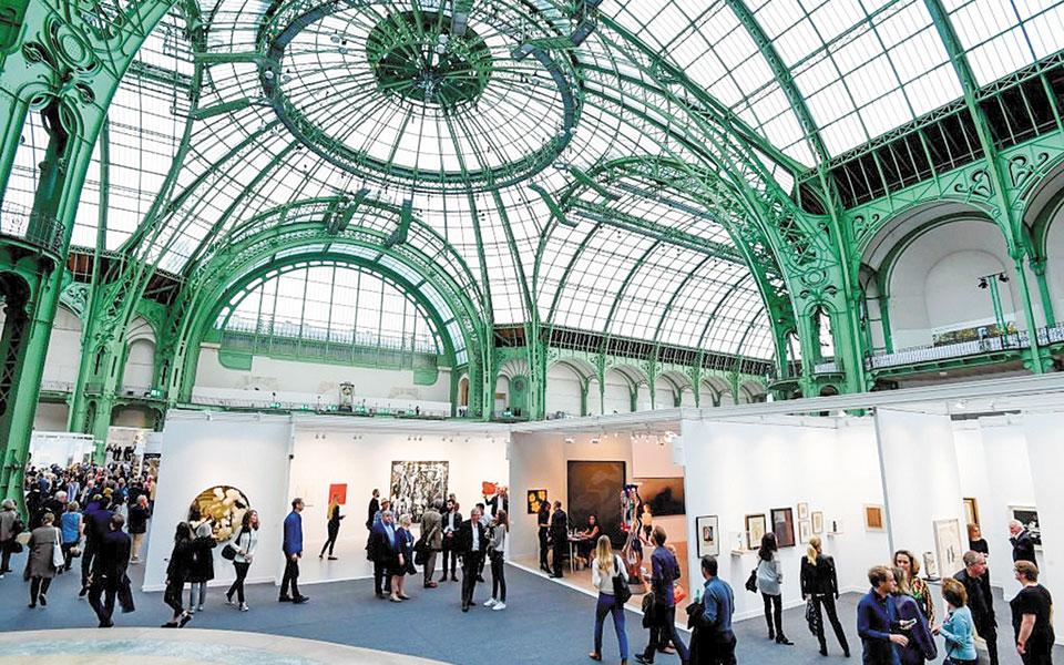 Στιγμιότυπο από τη FIAC του 2017 στο Grand Palais του Παρισιού.