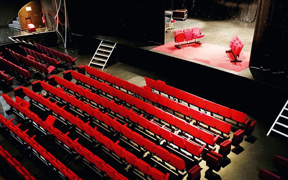 Με πληρότητα που θα μπορεί να φτάσει μέχρι σε ποσοστό 60% θα λειτουργούν τα θέατρα (φωτ.  REUTERS / Charles Platiau).