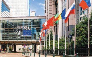 Για την Ευρωζώνη ο ΟΟΣΑ  εκτιμά πως το ΑΕΠ της θα μειωθεί κατά 7,9%, ποσοστό μικρότερο από την προηγούμενη πρόβλεψη για συρρίκνωση 9,1%.