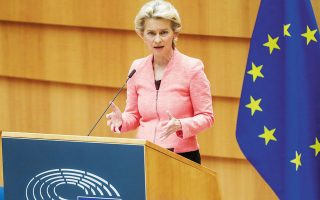 Στην ομιλία της χθες στο Ευρωπαϊκό Κοινοβούλιο η πρόεδρος της Κομισιόν Ούρσουλα φον ντερ Λάιεν αναφέρθηκε στη νέα βιομηχανική στρατηγική που παρουσίασε τον περασμένο Μάρτιο για να καθοδηγήσει τις ευρωπαϊκές επιχειρήσεις προς την πράσινη και την ψηφιακή μετάβαση.