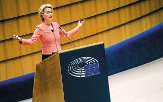 Ενα νέο ευρωπαϊκό σύστημα διαχείρισης της μετανάστευσης, με κοινές δομές για το άσυλο και τις επιστροφές, προανήγγειλε χθες από το βήμα του Ευρωπαϊκού Κοινοβουλίου η πρόεδρος της Ευρωπαϊκής Επιτροπής Ούρσουλα φον ντερ Λάιεν, η οποία τόνισε ότι το νέο σύστημα θα αντικαταστήσει τον κανονισμό του Δουβλίνου, που ορίζει ότι η εξέταση των αιτημάτων ασύλου πρέπει να γίνεται στη χώρα πρώτης υποδοχής (φωτ. A.P. Photo / Francisco Seco).