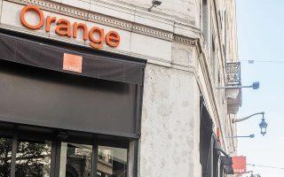 O γαλλικός  όμιλος  τηλεπικοινωνιών Orange εξέδωσε βιώσιμα ομόλογα με τα οποία σχεδιάζει να χρηματοδοτήσει κοινωνικά προγράμματα αλλά και πρωτοβουλίες «πράσινης» ανάπτυξης. Η απόδοσή τους ήταν κατά 15,5 μονάδες βάσης χαμηλότερη από τις αντίστοιχες του υφιστάμενου χρέους της εταιρείας.