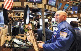 Στη Wall Street μεγάλες απώλειες κατέγραψαν οι μετοχές της Apple και της Microsoft.
