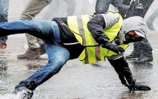 Ακόμη και κατά την κορύφωση του κινήματος διαμαρτυρίας των «Κίτρινων  Γιλέκων», πριν από δύο χρόνια, όταν το Παρίσι βίωνε βίαιες ταραχές, η εγκληματικότητα δεν είχε αναδειχθεί σε σημαντικό κοινωνικό ζήτημα (φωτ. REUTERS).