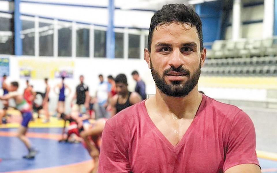 Οι ιρανικές αρχές πίεσαν τον 27χρονο Ναβίντ Αφκαρί να ομολογήσει για το υποτιθέμενο έγκλημά του μετά  φρικτά βασανιστήρια εντός της φυλακής.