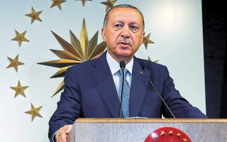 Η Moody's προ ημερών υποβάθμισε το τουρκικό χρέος, με τον πρόεδρο Ερντογάν να αντιδρά λέγοντας πως «ό,τι κι αν κάνετε, οι αξιολογήσεις σας δεν μετρούν καθόλου».