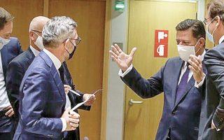 Φαντάζομαι θα του λέει κάτι του τύπου: Η δική μας ΑΟΖ έχει κάτι τέτοια ψάρια. (Συνάντηση Βαρβιτσιώτη με τον Γερμανό υπουργό Μίχαελ Ροθ.)