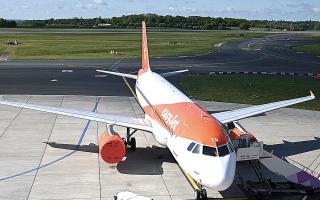 Η ανησυχία για επαναφορά των περιοριστικών μέτρων προκαλεί μεγάλες απώλειες στις μετοχές των αεροπορικών.