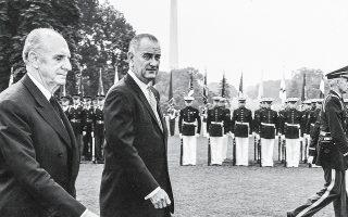 Ο Γεώργιος Παπανδρέου και ο Αμερικανός πρόεδρος Λίντον Τζόνσον κατά την επίσκεψη του Ελληνα πρωθυπουργού στην Ουάσιγκτον, 23-27 Ιουνίου 1964.