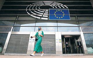 Το Ευρωπαϊκό Κοινοβούλιο προτείνει την αποσύνδεση της διαπραγμάτευσης για το ΠΔΠ από αυτήν για το Ταμείο Ανάκαμψης, ώστε να προχωρήσει το δεύτερο που επείγει και να συζητηθεί περαιτέρω το πρώτο.