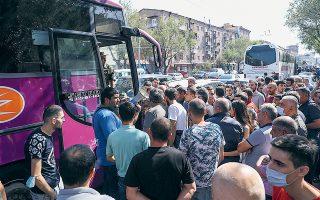 Αρμένιοι στρατιώτες ετοιμάζονται να αναχωρήσουν για το Ναγκόρνο-Καραμπάχ (φωτ. EPA).
