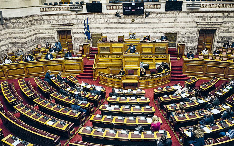 Με ευρεία πλειοψηφία υπερψηφίστηκε επί της αρχής το νομοσχέδιο του υπουργείου Οικονομικών με τη δέσμη μέτρων στήριξης των πλημμυροπαθών του κυκλώνα «Ιανού» και άλλες επείγουσες ρυθμίσεις (φωτ. INTIME NEWS / ΓΙΩΡΓΟΣ ΖΑΧΟΣ).