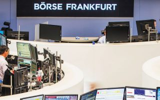 O Xetra DAX της Φρανκφούρτης έκλεισε με υποχώρηση 0,35%.