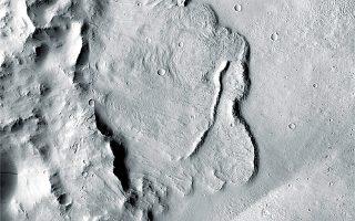 Χάρη σε δεδομένα του εξερευνητικού οχήματος Mars Express, η επιστημονική ομάδα διεύρυνε την έρευνα σε ακτίνα 150 χλμ. γύρω από τον πόλο του Αρη για να εντοπίσει τις λίμνες (φωτ. A.P.).