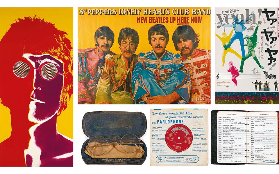 Αριστερά, αφίσα του Τζον Λένον, διά χειρός Ρίτσαρντ Αβεντον. Επάνω, αφίσα για την προώθηση του άλμπουμ «Sgt. Pepper's Lonely Hearts Club Band» και μία για την ιαπωνική έκδοση της ταινίας «A Hard day's night». Κάτω, ένα ζευγάρι γυαλιά του Λένον, το 45άρι του «Love me do» υπογεγραμμένο από τα «σκαθάρια» και η ατζέντα του μάνατζέρ τους, Μπράιαν Επστάιν.