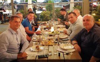 Δείπνο στελεχών της Νέας Δημοκρατίας με τον Χάρη Θεοχάρη. Ο εγχώριος τουρισμός κρατάει δυνατά!