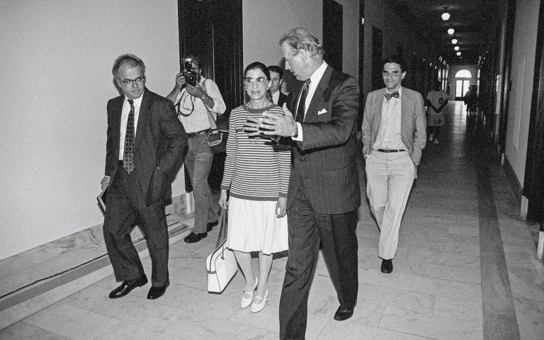 Η Ρουθ και ο Τζο στον διάδρομο της Ιστορίας