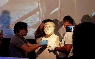 Λόγω κορωνοϊού, η τοποθέτηση της προτομής έγινε σε ζωντανή δια- δικτυακή σύνδεση με την Ιταλία και τους αρχαιολόγους του Μουσείου της Οστιας.