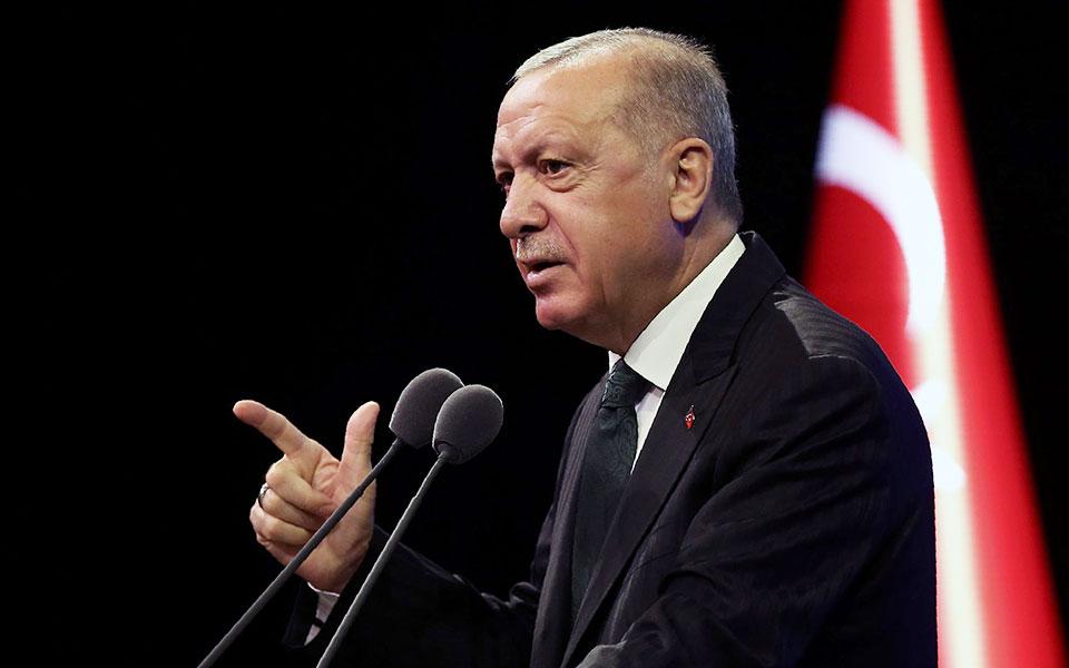 Ο κ. Ερντογάν, απευθυνόμενος χθες στο εσωτερικό κοινό, έκανε μεν αναφορά σε επιλογή της διπλωματίας από μέρους της Aγκυρας, απέδωσε δε στην ελληνική πλευρά «προκλήσεις και παιδιάστικη συμπεριφορά» (φωτ. REUTERS).
